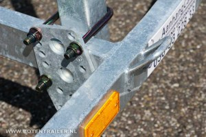 Kielboottrailer Kalf 1050-57 Basic verstelbare stempels en bindoog