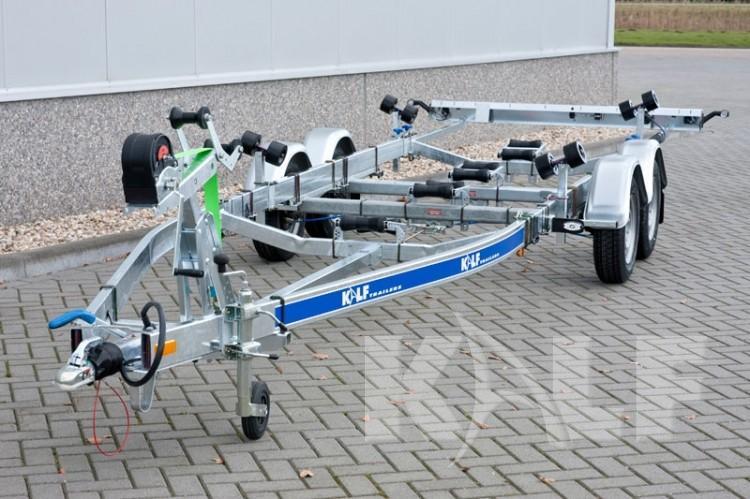 Kalf motorboot trailer M 2000-67 geremde tandemas boottrailer