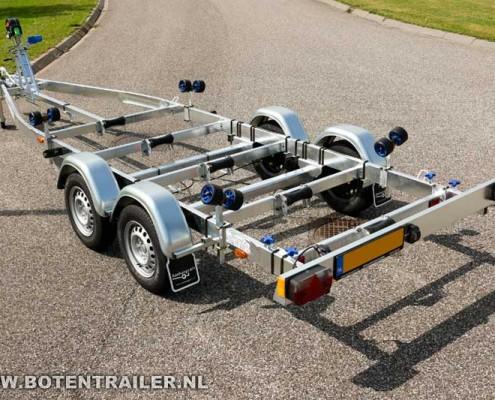 Kalf motorboottrailer-Basic-2000-62 achteraanzicht