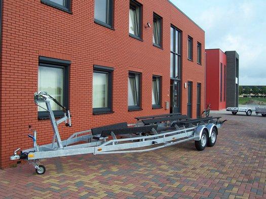 Op maat gemaakte speciaalbouw boottrailer