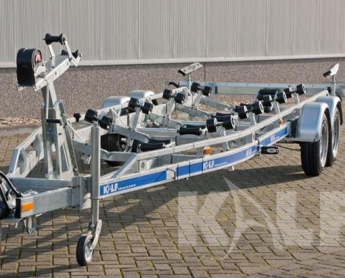 Sloeptrailer Kalf S 2700-82 met rubberen keilrollen voor boten tot 8,7 meter