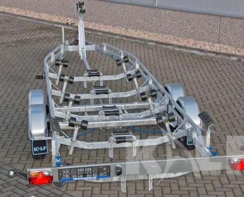 Sloeptrailer Kalf S 3500-82 voorzien kielrollen, kimrollen, lier en stempels